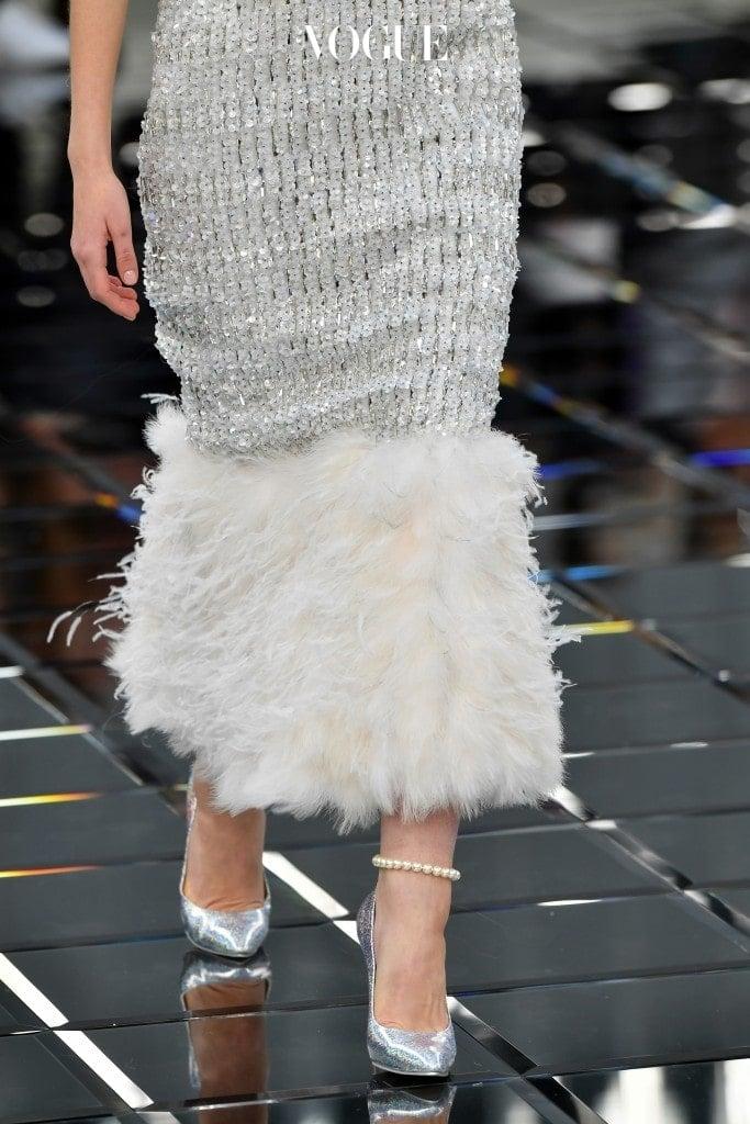 아니, 오히려 패션 브랜드의 큰 사랑을 받는 키 소재로 떠오르게 되었어요. Chanel Haute Couture 17 S/S