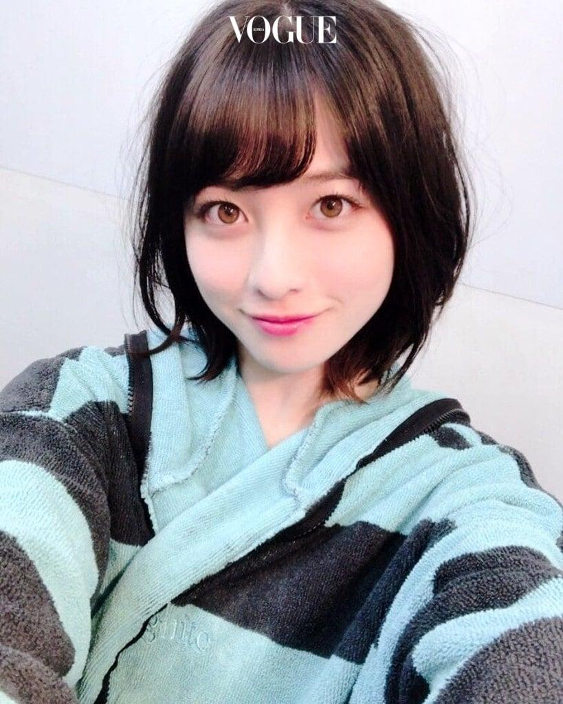 지방의 행사에서만 볼 수 있던 그녀는 기적의 한 장 덕분에 '천년에 한 번 나올만한 미소녀'라는 극찬까지 받게 되죠. @hashimoto_kanna