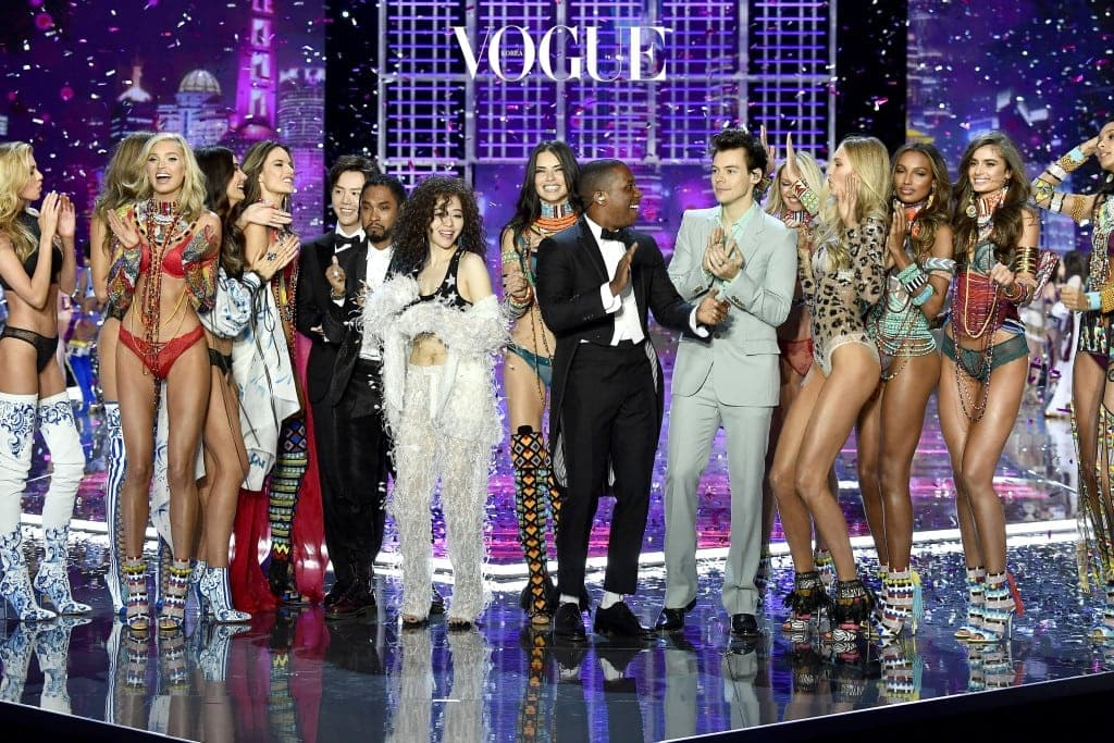 SHANGHAI, CHINA - NOVEMBER 20:  (L-R) Models Stella Maxwell, Elsa Hosk, Lily Aldridge, Alessandra Ambrosio, musician Li Yundi, singers Miguel, Jane Zhang, model Adriana Lima, singers Leslie Odom Jr., Harry Styles, models Romee Strijd, Jasmine Tookes and Taylor Hill perform on the runway during the 2017 Victoria's Secret Fashion Show In Shanghai at Mercedes-Benz Arena on November 20, 2017 in Shanghai, China.  (Photo by Frazer Harrison/Getty Images for Victoria's Secret)