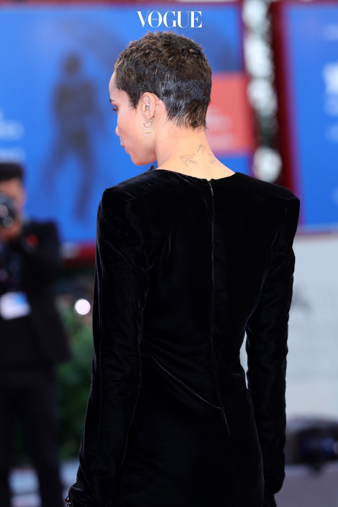 VENICE, ITALY - SEPTEMBER 08:  Zoe Kravitz walks the red carpet ahead of the 'Racer And The Jailbird (Le Fidele)' screening during the 74th Venice Film Festival at Sala Grande on September 8, 2017 in Venice, Italy.  (Photo by Vittorio Zunino Celotto/Getty Images)