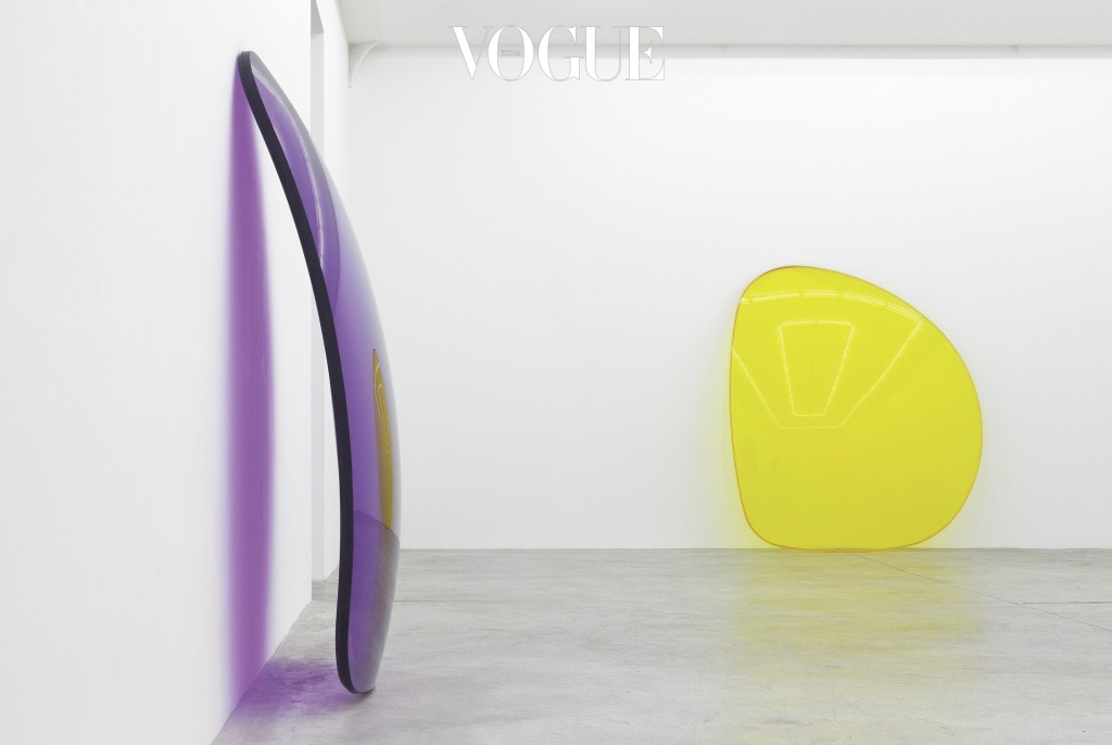 Installation view of Summer, 2015 at Almine Rech Gallery, Paris Lens(Purple), 2014 and Lens(Yellow), 2015. Photo by Zarko Vijatovic