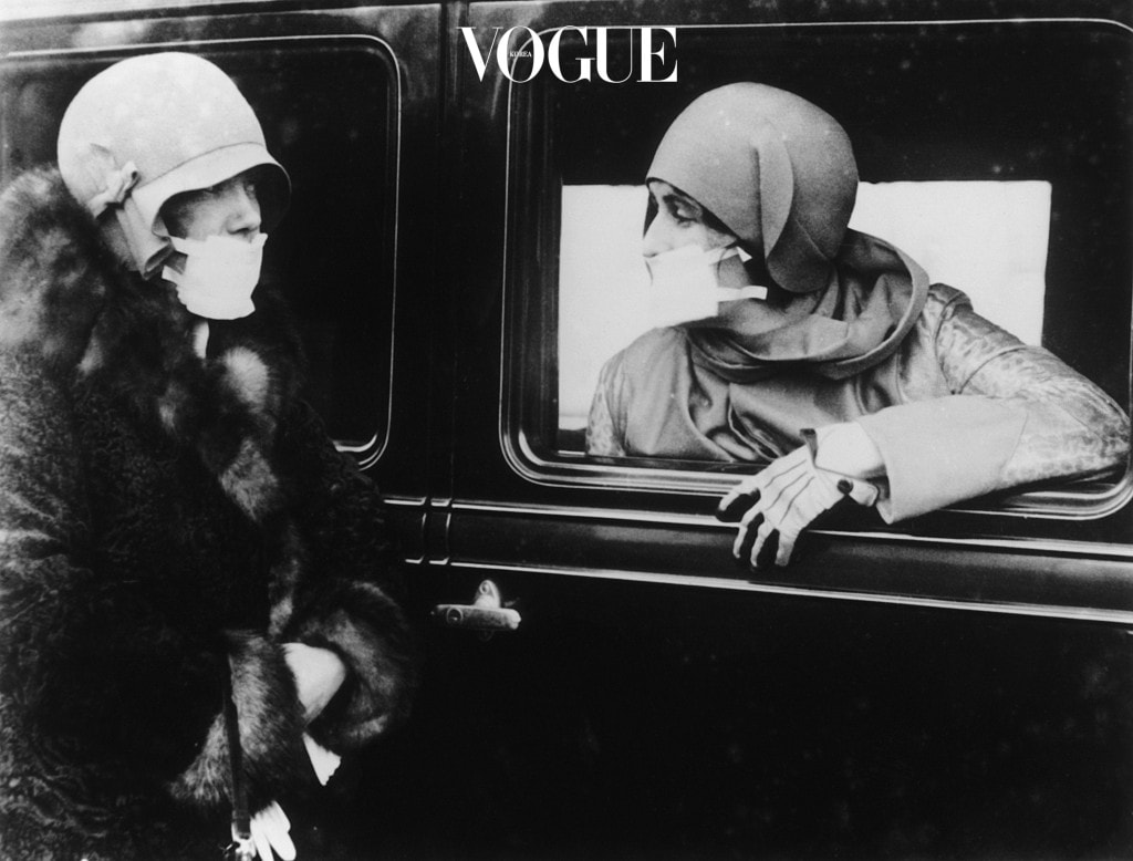 Two women wearing flu masks during the flu epidemic which followed the First World War.   (Photo by Keystone/Getty Images)