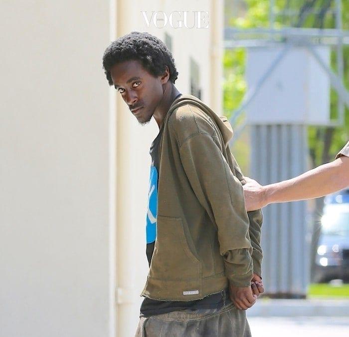 거기서 끝나지 않습니다. 또 한명의 스토커죠. 셰 크루즈(Che Cruz) 역시 셀레나의 집 주변의 배회하고 무단 침입을 시도합니다. 결국 두번 다 경찰에 붙잡혔지만 말이죠.