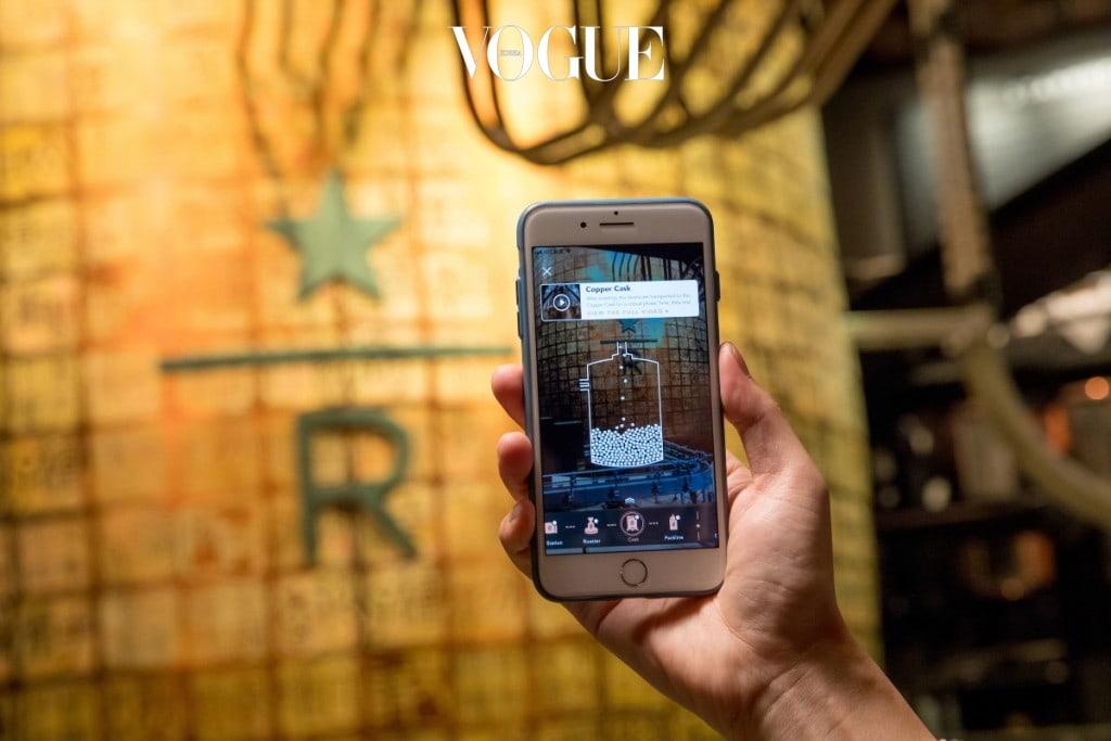 알리바바의  증강현실 인식 기술이 처음으로 이 매장에서 상용화 됐는데요, '타오바오(Taobao)'앱 스캔 기능을 클릭하고 카메라를 갖다 대면, 한 알의 커피가 보관, 운송, 진열 후 로스팅되면서 한 잔의 커피가 완성되기까지의 모든 순간을 증강 현실(AR)로 볼 수 있습니다. 혼자서 커피 박물관을 다녀온 기분이겠죠? 소셜 미디어에 사용할 수 있는 가상 배지도 얻을 수 있습니다.
