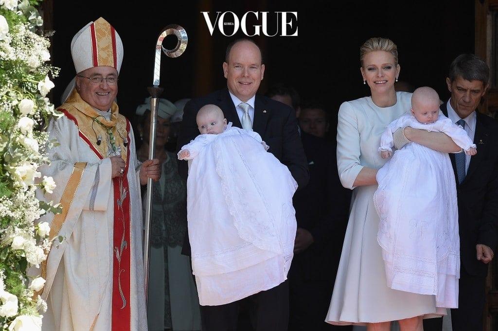 모나코 왕국의 군주, 알베르 2세와 공작 부인 샤를린의 사이에서 태어난 자크 왕자 역시 가브리엘라 공주와 함께 이란성 쌍둥이로 태어났습니다.13세기 건립된 모나코 왕실 역사상 첫 쌍둥이 남매죠.