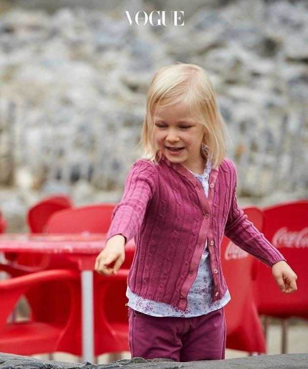 2008년에 태어나 올해 9살을 맞은 엘레오노르 공주! 벨기에의 필리프 국왕과 마틸드 왕비 사이에서 태어난 둘째 딸로, 현재 벨기에의 왕위 계승 순위 4위이랍니다.