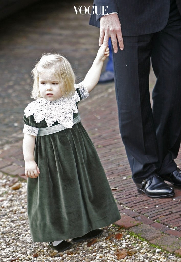 빌럼알렉산더르 국왕과 막시마 왕비 사이에서 태어난 셋째 딸로 네덜란드 왕위 계승 서열 3위인 아리아너 공주. 2007년 출생으로 올해 10살을 맞았습니다.