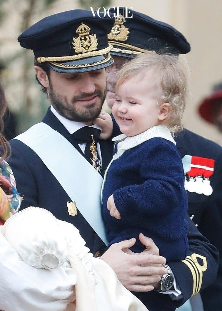 우월한 유전자를 가지고 태어난 알렉산더 왕자.  온국민의 예쁨을 받으며,