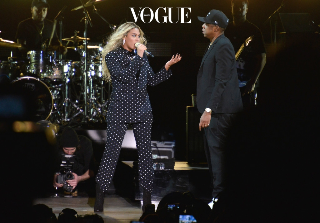 CLEVELAND, OH - NOVEMBER 04:  (L-R) Beyonce and and Jay Z perform on stage during a Get Out The Vote concert in support of Hillary Clinton at Wolstein Center on November 4, 2016 in Cleveland, Ohio. With less than a week to go until election day, Hillary Clinton is campaigning in Pennsylvania, Ohio and Michigan.  (Photo by Duane Prokop/Getty Images)