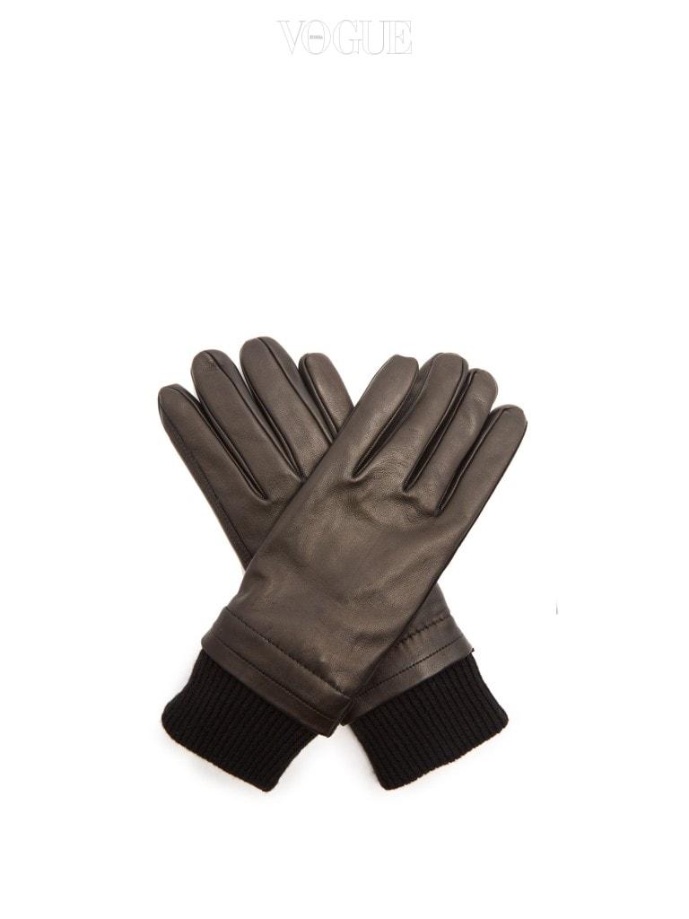 AMI 콘트라스트 패널 레더 글로브  남자들이 받고 싶은 크리스마스 선물 리스트에서 늘 상위권을 차지하는 장갑. 이렇게 군더더기 없이 깔끔한 디자인에 모던한 색상의 장갑을 싫어할 남자가 있을까요? 가격 14만원대.