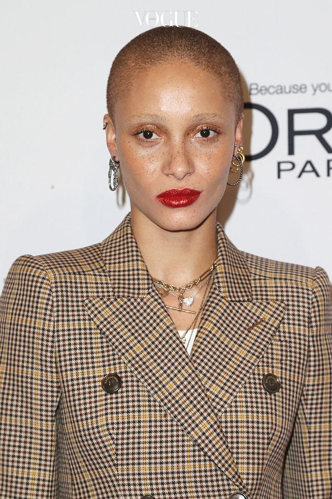 영국 패션 협회에서 '올해의 모델'로 선정한 애드와 아보아. 그녀도 마약 중독과 우울증에 시달렸다고 합니다.
