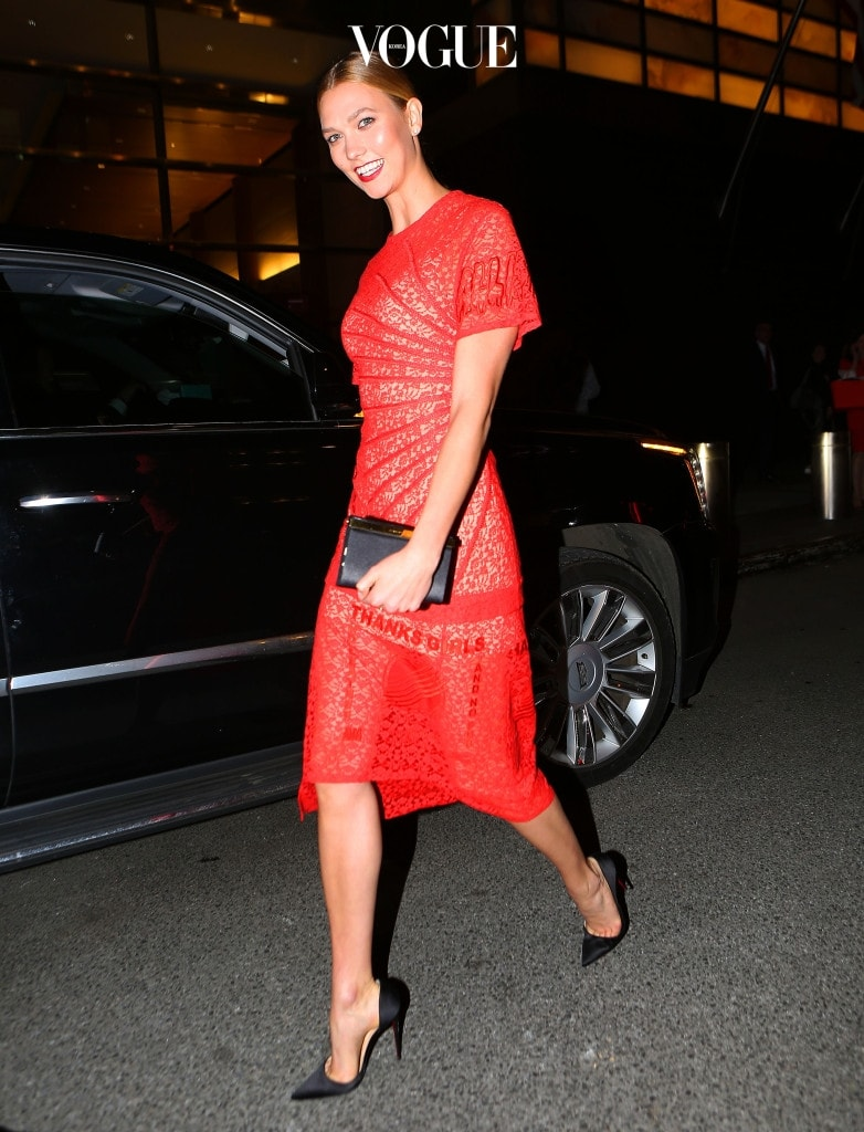 Karlie Kloss is seen in a Red Dress to Duane Reade in New York City, NY.  Pictured: Karlie Kloss Ref: SPL1499623  160517   Picture by: Splash News Splash News and Pictures Los Angeles:310-821-2666 New York:212-619-2666 London:870-934-2666 photodesk@splashnews.com