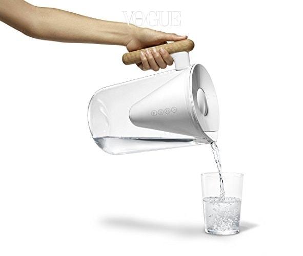 오크 나무로 만든 예쁜 손잡이 디자인에 책상 위에 식탁 위에 두어도 인테리어 효과까지 낼 수 있죠. 환경 호르몬이 나오지 않는 친환경 소재를 사용해 제작해 'BPA-free'를 획득했답니다.