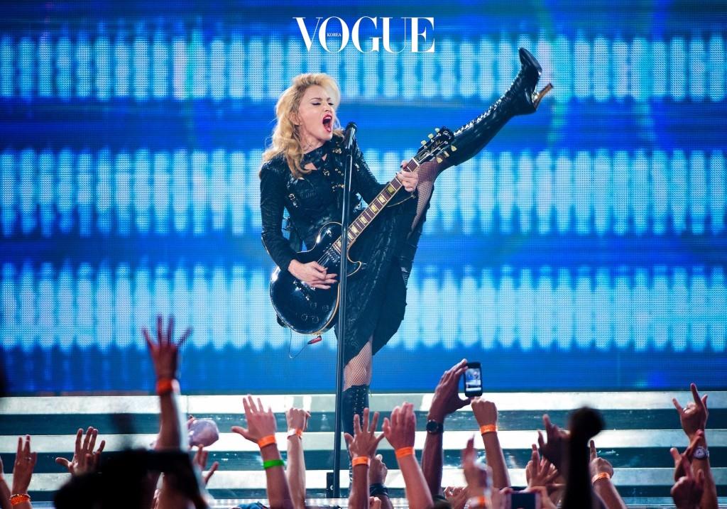 """""""스트레스 해소 방법이요? 사실 미친듯이 소리를 지르는 거예요. 때때로 그 수위 조절을 하기 힘들 때도 있지만요."""" 마돈나 Madonna"""