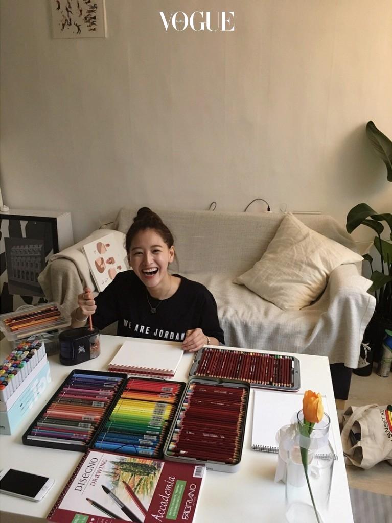 #5 컬러링 북 & 그림 그리기 어린 시절 즐겨 했던 색칠공부 책에 컬러를 입히거나 자신의 예술적인 감각을 직접 표현. @_kimjaekyung_