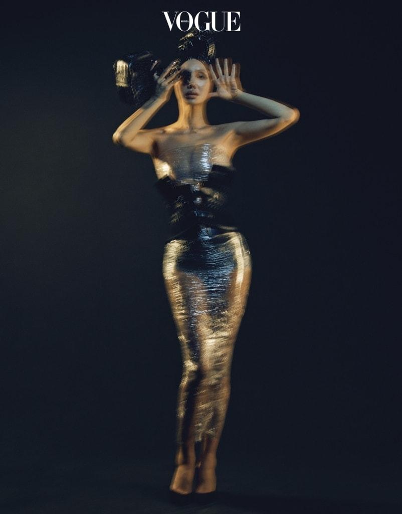여자 몸의 곡선을 따라 아름다운 실루엣을 만들어주는 가죽 위빙 장식 뷔스티에 벨트.