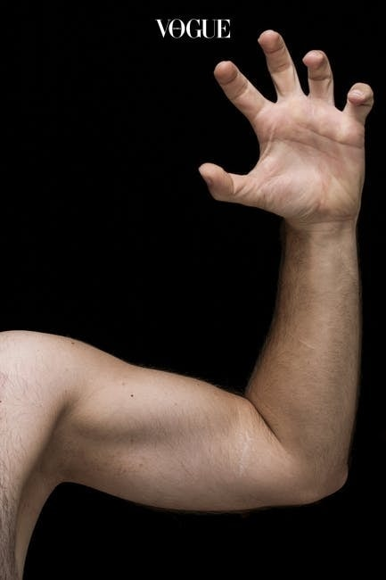 심장마비의 전조 증상이라고 해서 심장 부근의 통증만 나타나는 것은 아닙니다. 턱, 어깨, 뒷목, 팔 등 척추를 타고 오는 다른 부위에서 통증이 심하게 느껴질 수도 있어요.