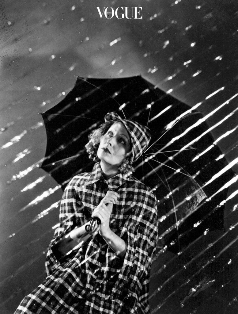 여기서 한 가지 명심해야 할 점! 솝 브로는 습기에 약하기 때문에 비나 눈이 오는 날엔 비추합니다. 비눗물이 녹아 아이브로 펜슬과 엉켜 흘러내리는 대참사가 없길 바라요.
