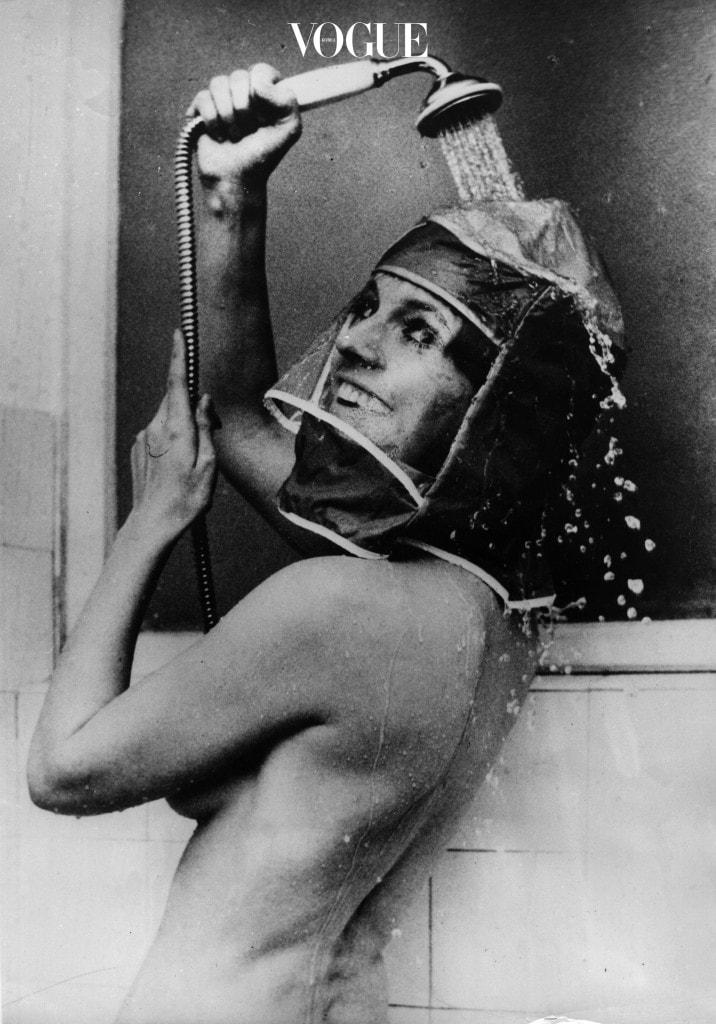 초미세 거품 내서 얼굴을 구석구석 잘 씻었으면? 머리를 감을 차례! 머리를 매일 감는 것이 무리라면 미세 먼지 농도 수치가 높은 날엔 모자 등으로 피부와 머리를 최대한 가리는 것이 좋겠습니다.