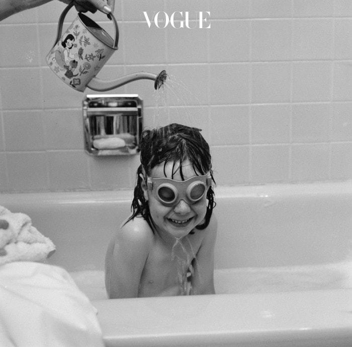정수기로 물을 정화해 마시는 것처럼, 샤워기 에도 필터가 필요합니다. 평소 피부에 아무 문제가 없었던 사람이라면 괜찮을 수 있습니다. 하지만 이유를 알 수 없는 가려움, 열감 등의 증상을 경험하고 있다면 샤워 필터 사용이 또 다른 대안 방법이 될 수 있겠죠.