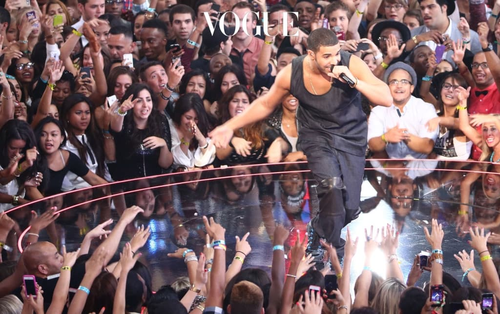 NEW YORK, NY - AUGUST 25:  Drake performs onstage during the 2013 MTV Video Music Awards at the Barclays Center on August 25, 2013 in the Brooklyn borough of New York City.  (Photo by Neilson Barnard/Getty Images for MTV)