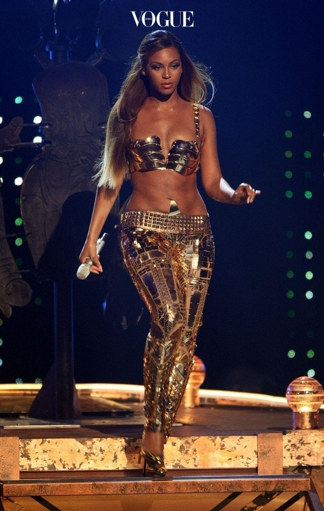 LOS ANGELES, CA - JUNE 26:  Singer Beyonce Knowles performs onstage during the 2007 BET Awards held at the Shrine Auditorium on June 26, 2007 in Los Angeles, California.  (Photo by Getty Images)