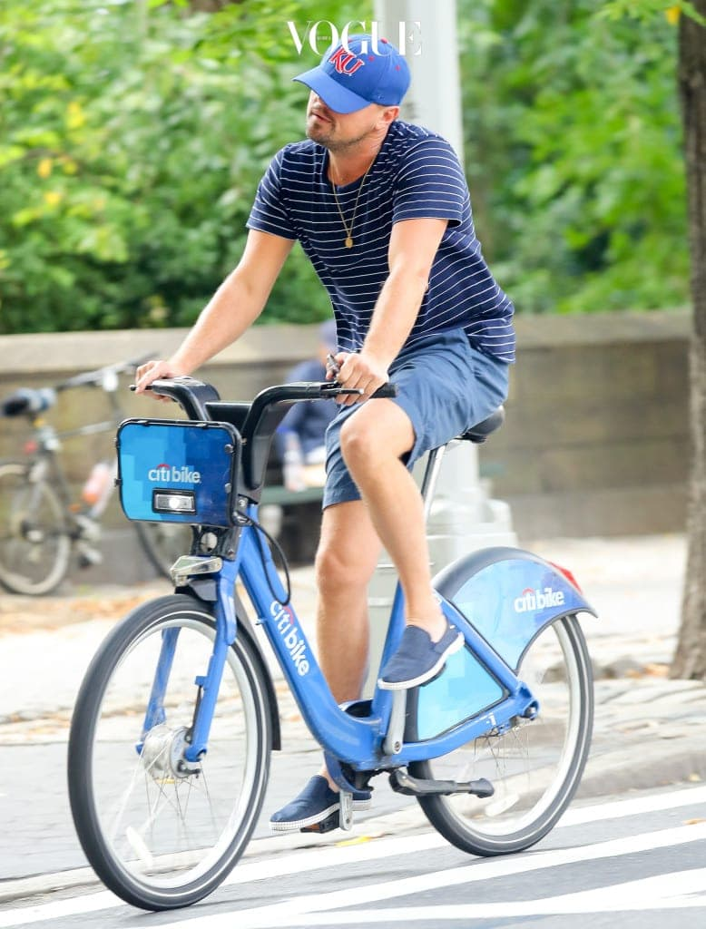 EXCLUSIVE: Leonardo DiCaprio was spotted riding a Citi Bike around Manhattan, in New York City, Leo was Crossing 58th and fifth ave while ex-girlfriend Nina and her boyfriend was walking on 58th and Madison. Pictured: Leonardo DiCaprio Ref: SPL1578759  140917   EXCLUSIVE Picture by: Felipe Ramales / Splash News Splash News and Pictures Los Angeles:310-821-2666 New York:212-619-2666 London:870-934-2666 photodesk@splashnews.com