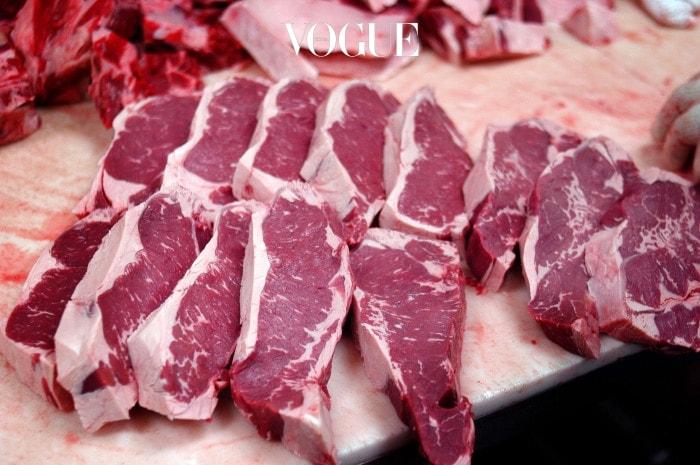 또한 동물성 음식을 먹을 때 마다 어떤 과정을 거쳐서 이 고기가 내 식탁위에 오르게 되는지를 떠올리면 선택의 여지가 없었다고 하네요. 동물을 사랑하는 마음을 본인의 식습관과 연결지어 생각하는 것을 멈출 수 없었다고 합니다.