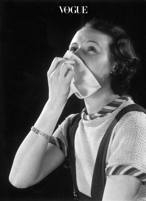 신체의 본능적인 생존 법칙에 따라, 수분이 부족할 경우 우리 몸은 기도의 움직임을 제한하려고 합니다. 체내 수분을 지키기 위해서죠. 호흡기 질환은 만성 탈수의 핵심적인 증상입니다.  또한 수분이 부족하면 부족할수록 체내 히스타민의 생성 비율이 기하 급수적으로 증가해 각종 알러지를 일으키게 되죠. 예민한 호흡기 질환과 알러지 환자들은 특히나 더 물을 충분히 마셔줘야겠죠?