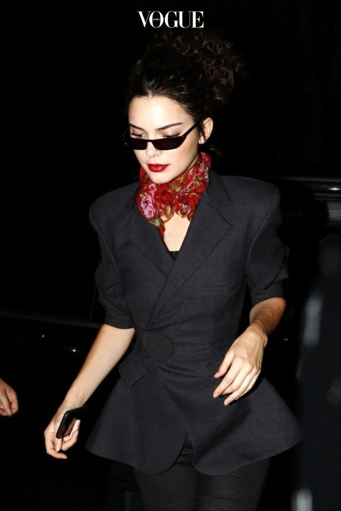 그리고 하디드 자매의 영원한 벗 켄달 제너 역시 쪼코미 선글라스에 푹 빠진 스타죠. Kendall Jenner