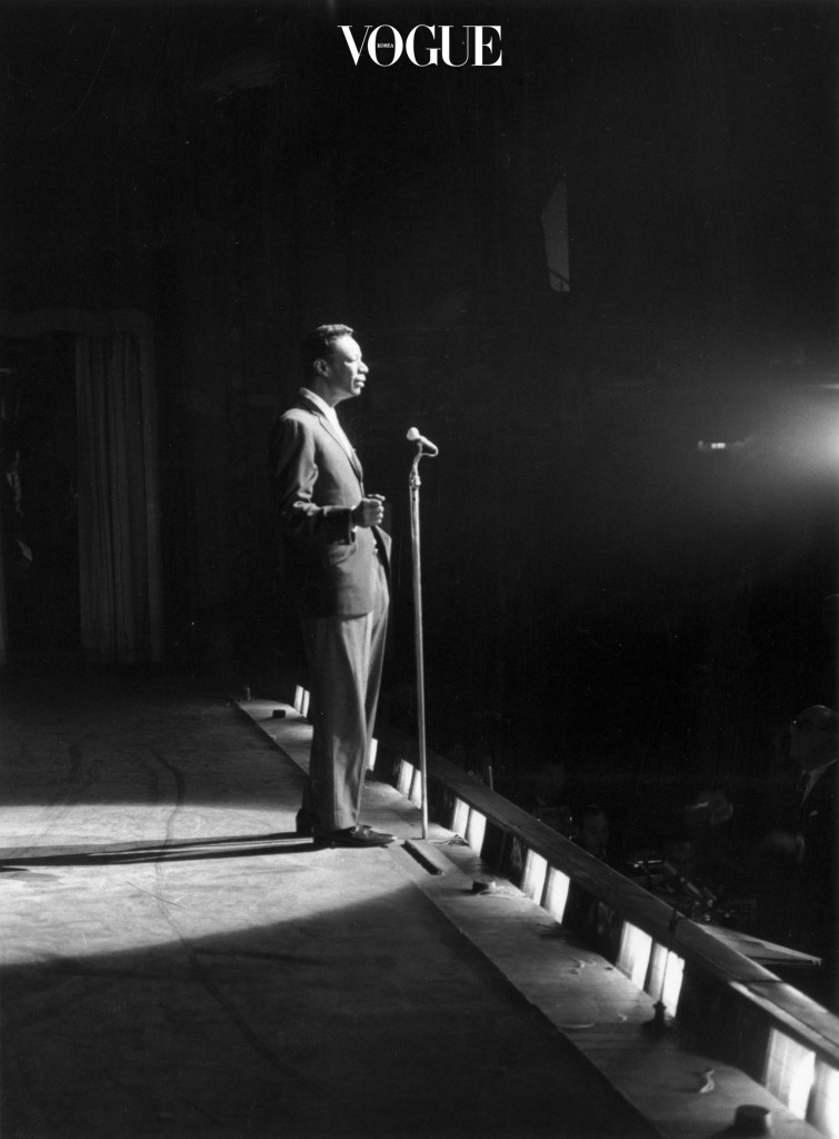 15th May 1960:  American pianist and singer Nat King Cole (1919 - 1965) performing on stage.  (Photo by Evening Standard/Getty Images)